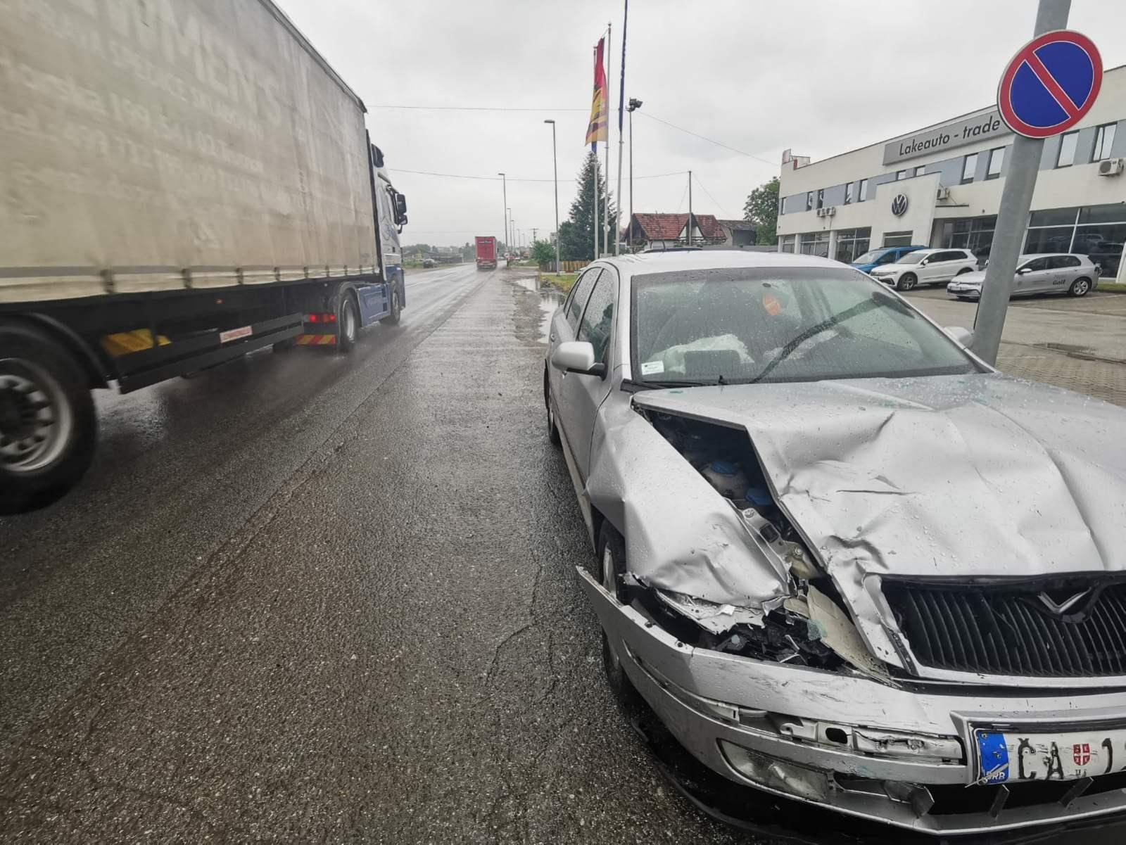 Četvoro povređeno u lančanom udesu kod Čačka